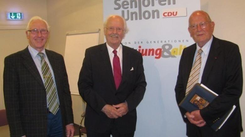 100 Gäste folgen den Ausführungen von Prof. Dr. Otto Wulff